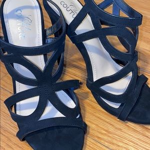 Shoes - Black Strappy Sandals